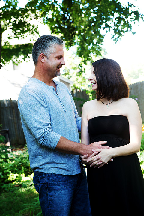 Beautiful outdoor maternity pictures in Knoxville Tennessee
